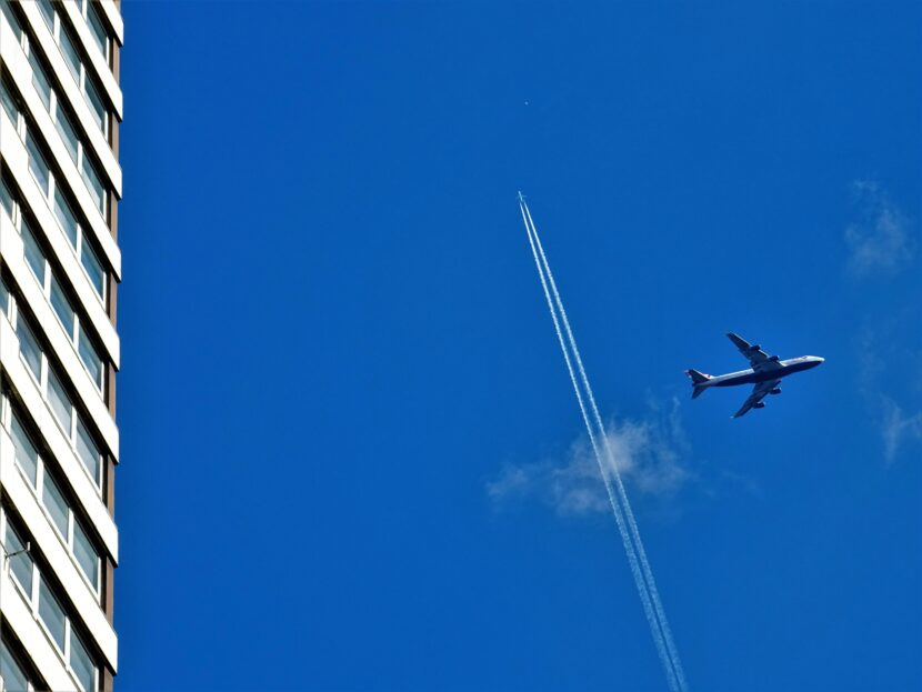 747 plane in the air flying fast