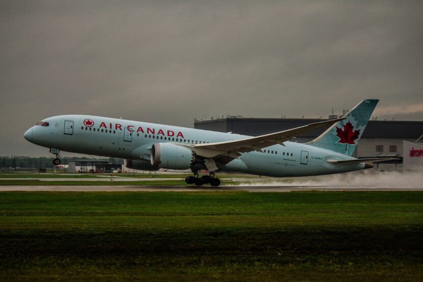 787 plane landing